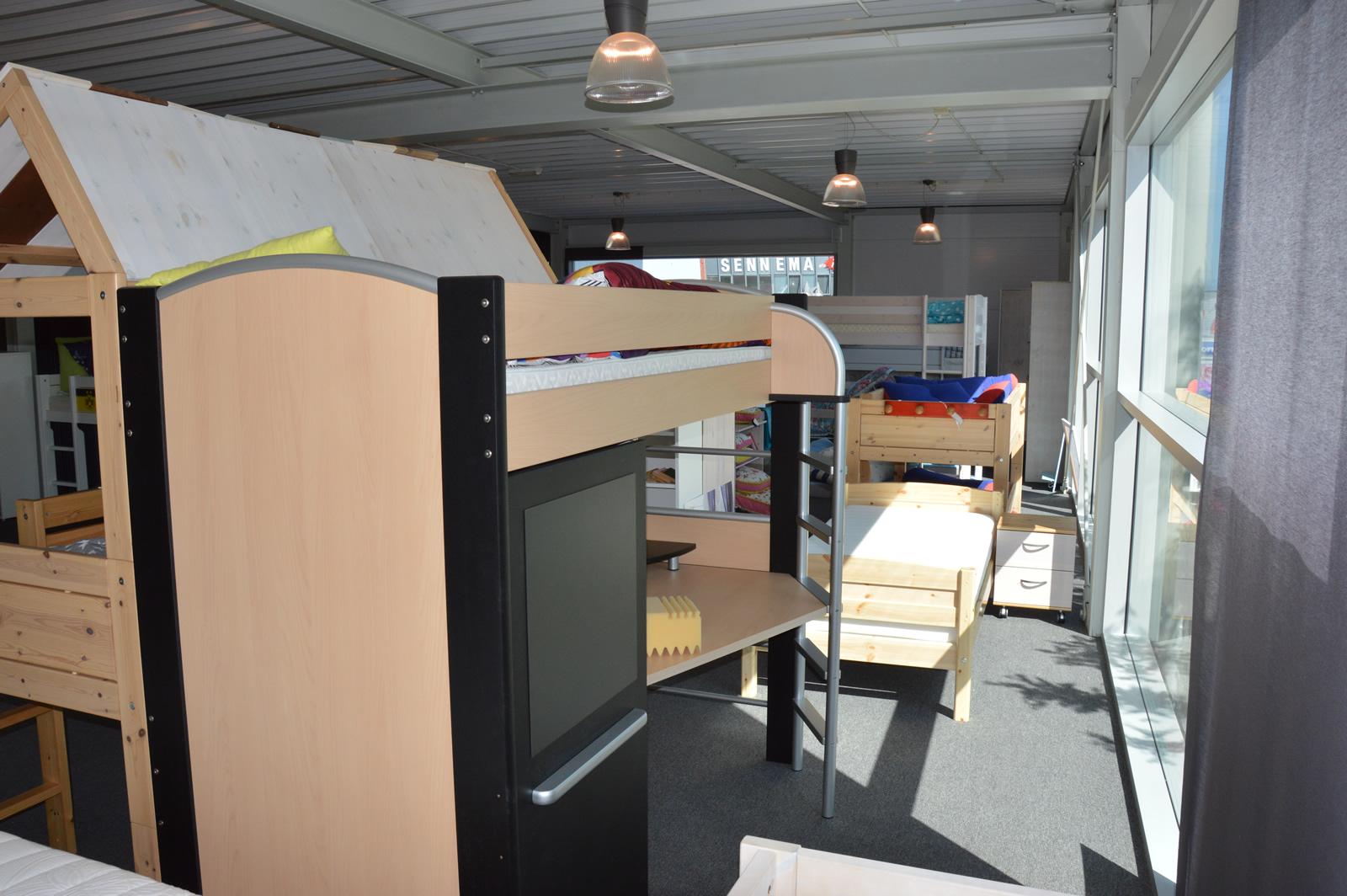 Hoogslaper Met Kast : Hoogslaper harrie met kast en bureau boekenplank en openkastje